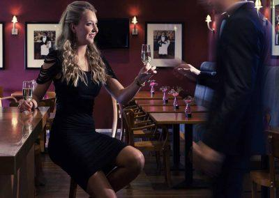 Mercure Hotel Zwolle Bar met Personen